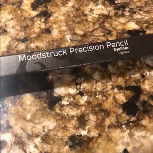 Moodstruck precision pencil eyeliner